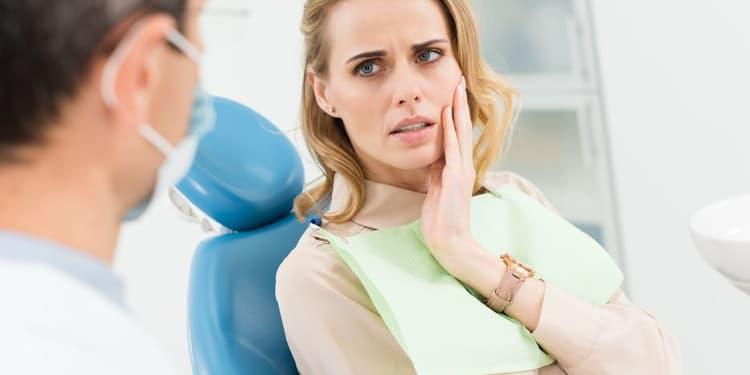 الشعور بالألم قد ينبه الى مخاطر زراعة الأسنان