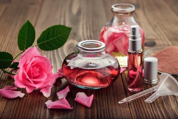 ماء الورد ومحلول الجلسرين
