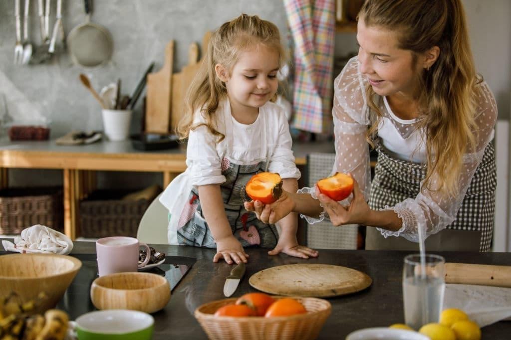 فوائد الكاكا للأطفال