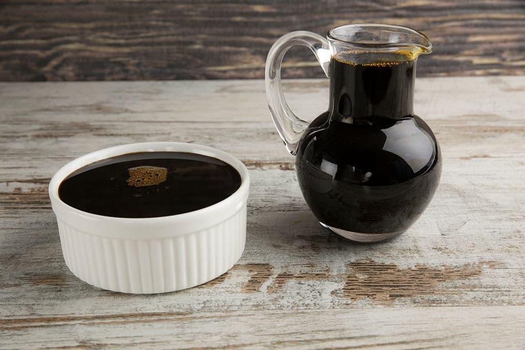 ما هي فوائد العسل الأسود المتنوعة؟
